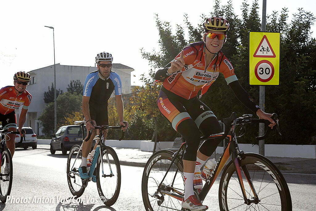 Team Boels - Dolmans Cycling Team met Stam Danny sports director of Boels Dolmans Cycling Team op training stage in Calpe. Mijn dag is ook weer goed, ik ben herkend door Van Dijk Ellen of Boels Dolmans Cycling Team ook op de foto Stam Danny sports director of Boels Dolmans Cycling Team en Blaak Chantal of Boels Dolmans Cycling Team photo: Anton Vos/Cor Vos ©2015