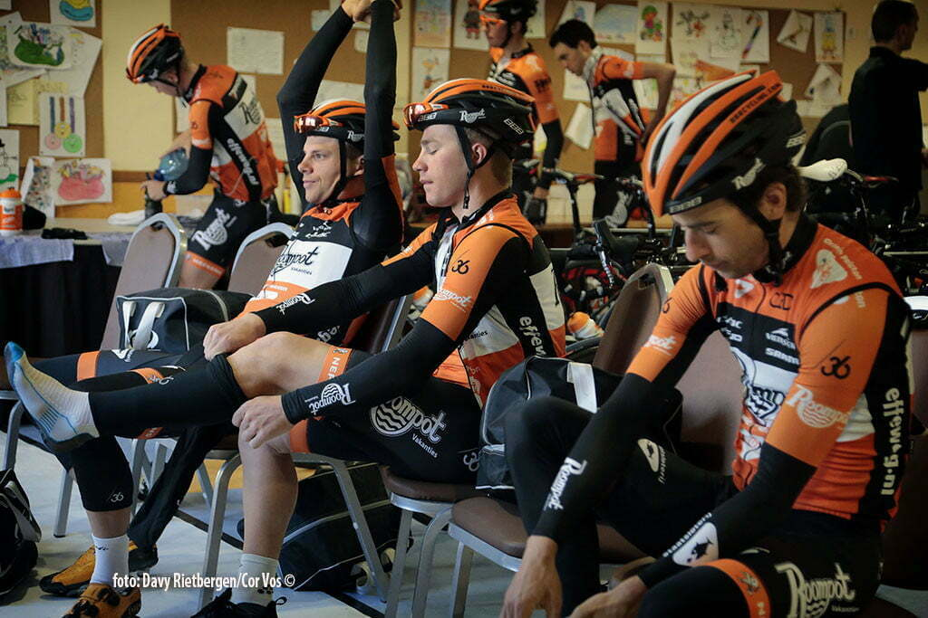 Calpe - Spain - wielrennen - cycling - radsport - cyclisme - illustration - sfeer - illustratie voor de start pictured during trainingsstage Team Roompot-Oranjepeloton in Calpe, Spain - photo Davy Rietbergen/Cor Vos © 2015