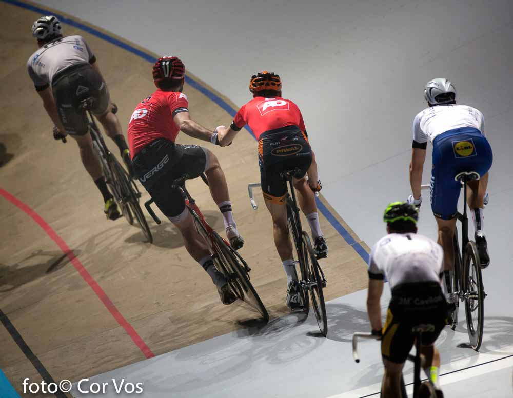 Rotterdam - wielrennen - cycling - radsport - cyclisme - illustration - sfeer - illustratie Jesper Morkov - Alex Rasmussen pictured during day 3 of the Zesdaagse Rotterdam 2016 - foto Carla Vos/Cor Vos © 2016