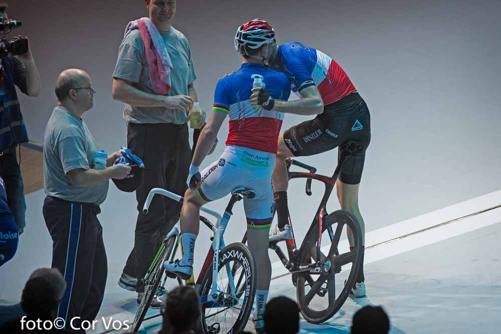 Rotterdam - wielrennen - cycling - radsport - cyclisme - kisses Kisss Morgan Kneisky and Christian Grasmann pictured during day 3 of the Zesdaagse Rotterdam 2016 - foto Carla Vos/Cor Vos © 2016