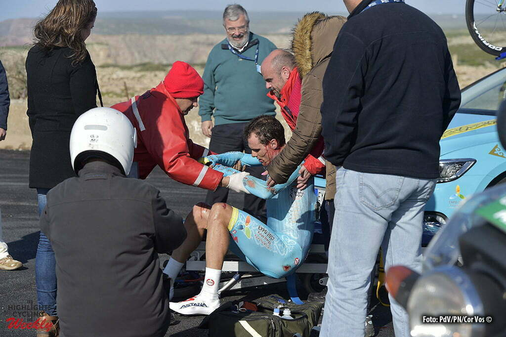 Sagres - Portugal - wielrennen - cycling - radsport - cyclisme - Luis Leon Sanchez Gil (Spain / Team Astana) is injured after a crash during stage 3 of the 42nd Tour of Algarve cycling race, an individual time trial of 18km, with start and finish in Sagres on February 19, 2016 in Sagres, Portugal. - photo PdV/PN/Cor Vos © 2016