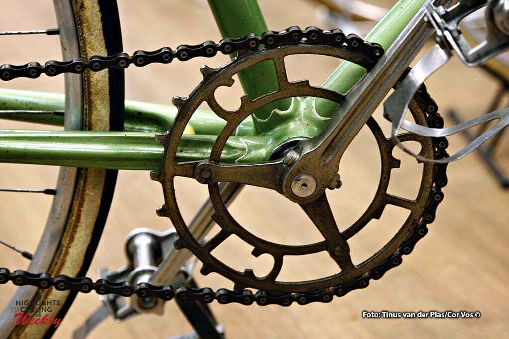 Neerkant - wielrennen - cycling - radsport - cyclisme - Klassieke Wielershow en Beurs: Het Stalen Ros - Cyrus baanfiets 1934 met blokketting - foto Tinus van der Plas/Cor Vos ©2010