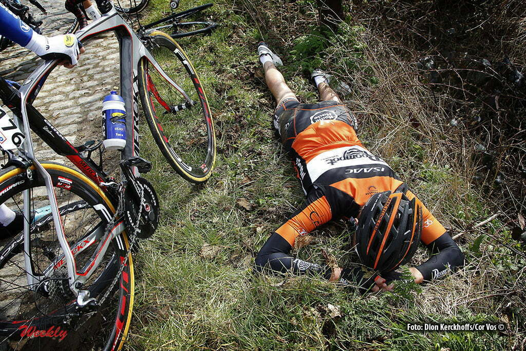 Harelbeke - Belgium - wielrennen - cycling - radsport - cyclisme - crash val sturz Brian Van Goethem (Orange Cycling Team Roompot) pictured during E3 Harelbeke (World Tour) - photo Dion Kerckhoffs/Cor Vos © 2015