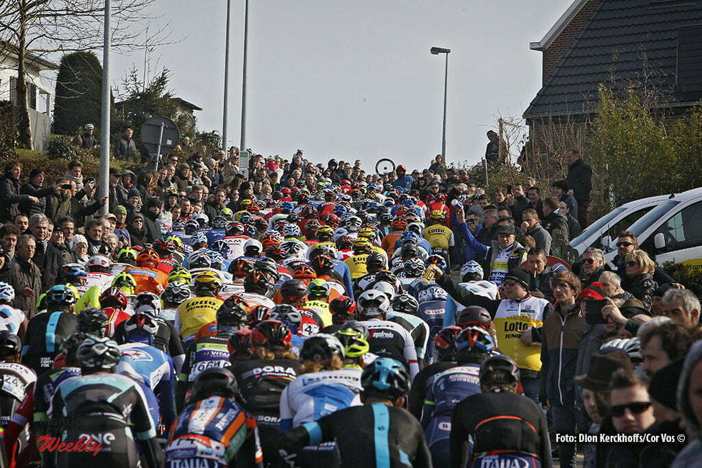 Gent - Belgium - wielrennen - cycling - radsport - cyclisme - Berendries illustration - sfeer - illustratie pictured during Omloop Het Nieuwsblad- mannen - men elite / Circuit Het Nieuwsblad- hommel elite 2016 - photo Dion Kerckhoffs//Cor Vos © 2016