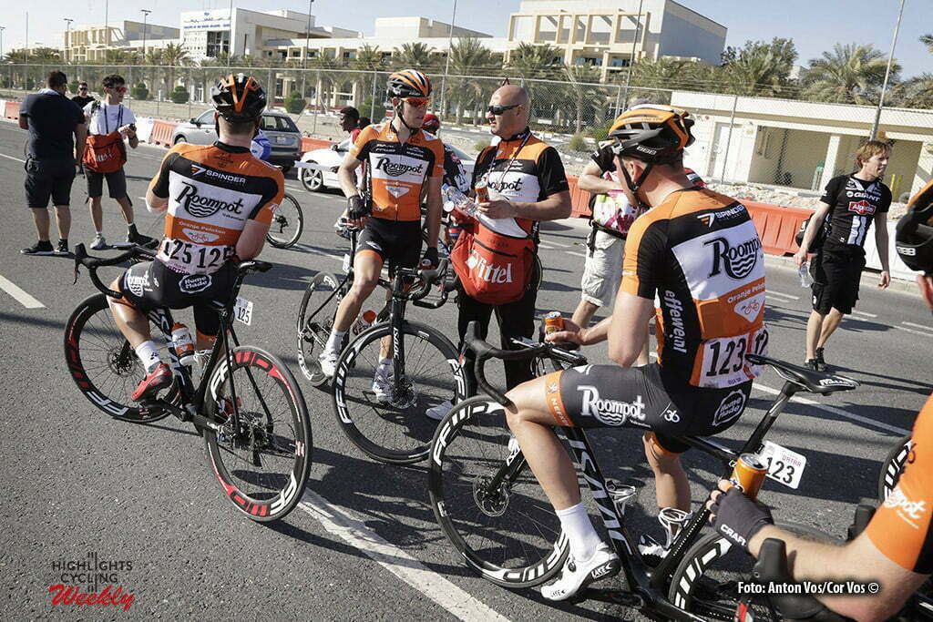 Qatar University - Qatar - wielrennen - cycling - radsport - cyclisme - Roompot - Oranje Peloton pictured during Tour of Qatar Elite - Stage 2 from Qatar University to Qatar University - photo Anton Vos/Cor Vos © 2016