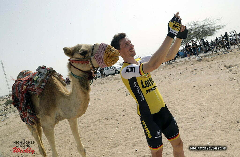 Madinat Al Shamal - Qatar - wielrennen - cycling - radsport - cyclisme - Wagner Robert (Germany / Team Lotto Nl - Jumbo) with camel pictured during Tour of Qatar Elite - Stage 4 from Al Zubarah to Madinat Al Shamal - photo Anton Vos/Cor Vos © 2016