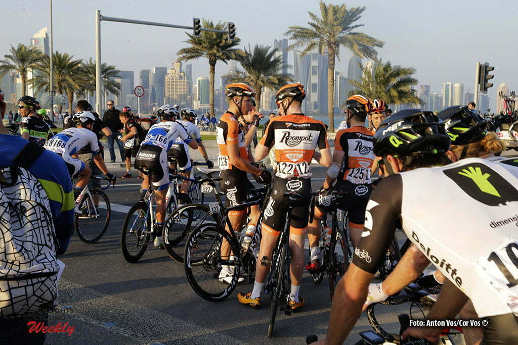 Doha Corniche - Qatar - wielrennen - cycling - radsport - cyclisme - Roompot - Oranje Peloton pictured during Tour of Qatar Elite - Stage 5 from Sealine Beach Resort to Doha Corniche - photo Anton Vos/Cor Vos © 2016