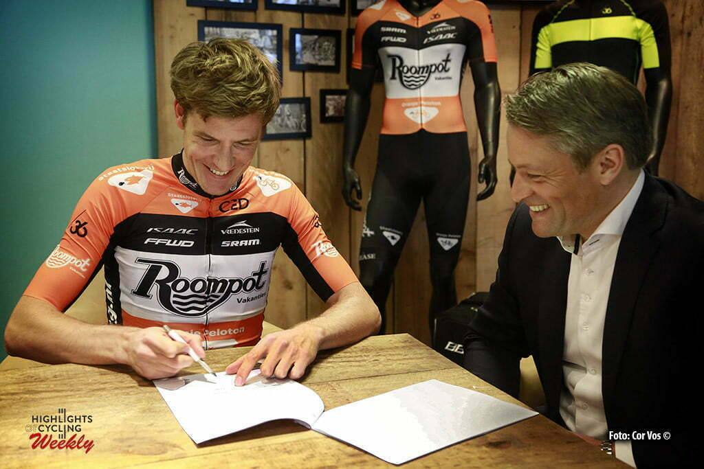 Moordrecht - Netherlands - wielrennen - cycling - radsport - cyclisme - Kai Reus pictured during signs his contract with team Roompot - Oranje Peloton - photo Cor Vos © 2015