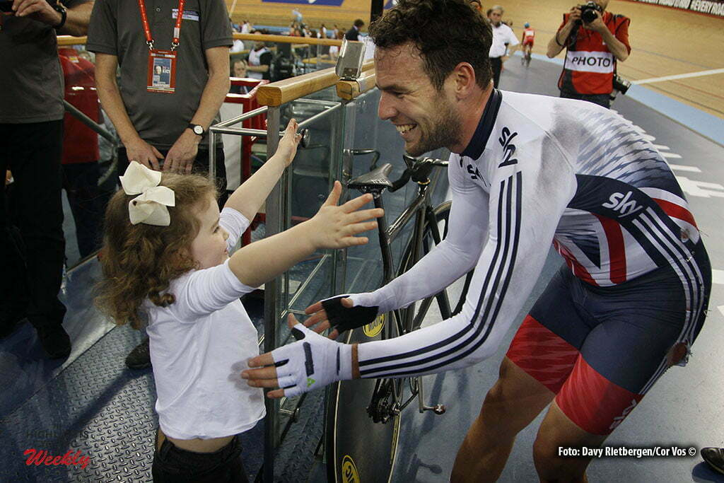 London - Great Brittain - wielrennen - cycling - radsport - cyclisme - Men's Madison - Mark Cavendish - Peta Louise Todd English glamour model wife of Mark Cavendish with their daughter Delilah Grace pictured during Worldchampionships Track 2016 in London (GBR) - photo Davy Rietbergen/Cor Vos © 2016