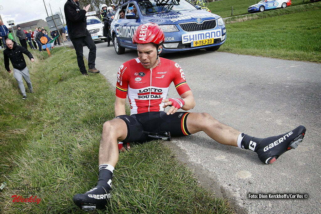 Wevelgem- Belgium - wielrennen - cycling - radsport - cyclisme - crash val sturz fall Jens Debusschere (Belgium / Team Lotto Soudal) pictured during Gent - Wevelgem 2016 World Tour Elite - photo Dion Kerckhoffs/Cor Vos © 2016