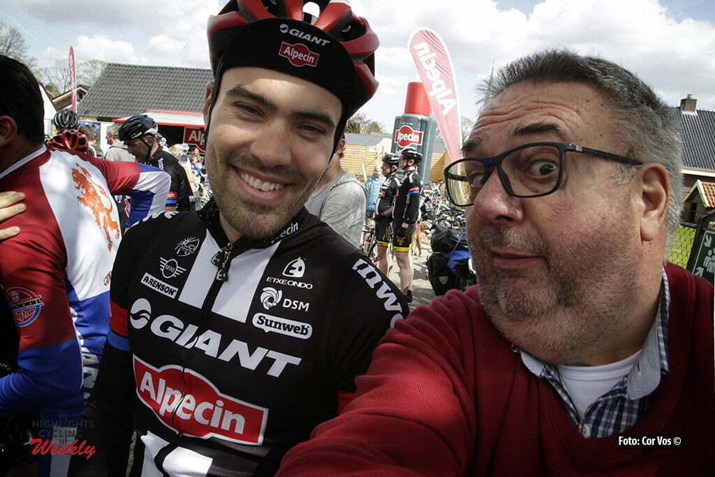 "Otterlo - Netherlands - wielrennen - cycling - radsport - cyclisme - Tom Dumoulin (Netherlands / Team Giant - Alpecin) on a ""Sefie"" illustration - sfeer - illustratie with photographer Cor Vos pictured during Greet and meet team Giant - Alpecin 2 day's before the start of the Giro D'Italia in Otterlo, the Netherlands - photo Carla&Cor Vos © 2016"