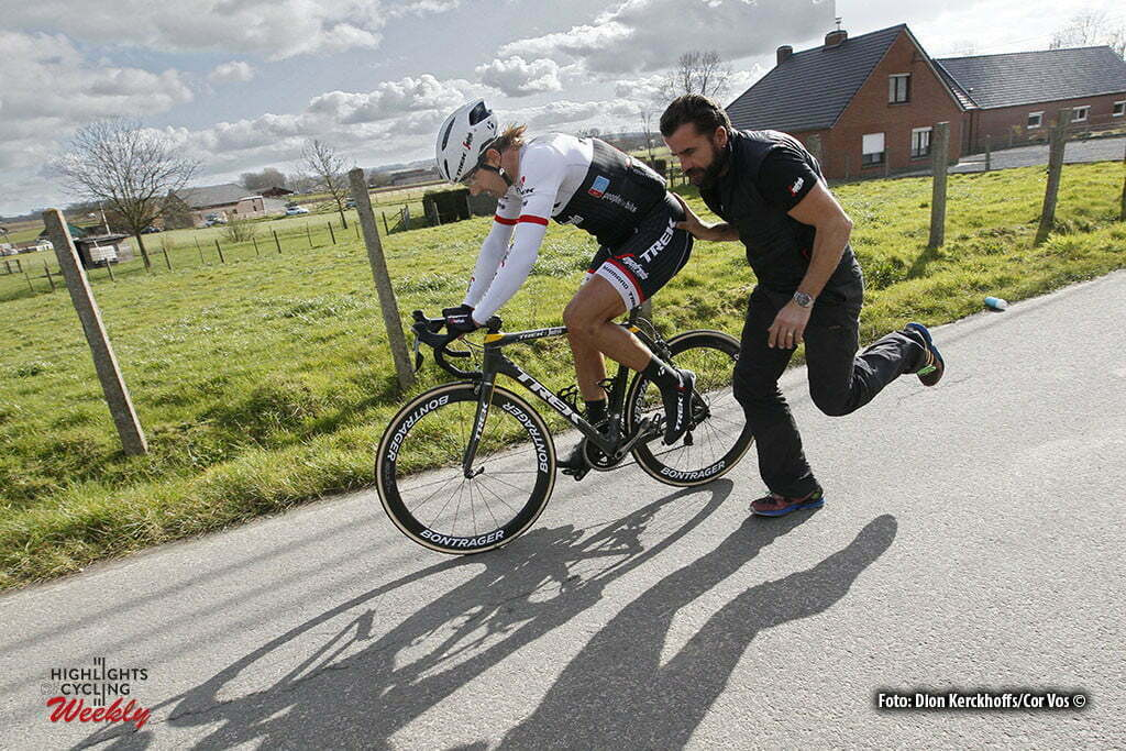 Harelbeke - Belgium - wielrennen - cycling - radsport - cyclisme - technical problems for Fabian Cancellara (Suisse / Trek Factory Racing) pictured during E3 Prijs Harelbeke 2016 - photo Dion Kerckhoffs/Cor Vos © 2016