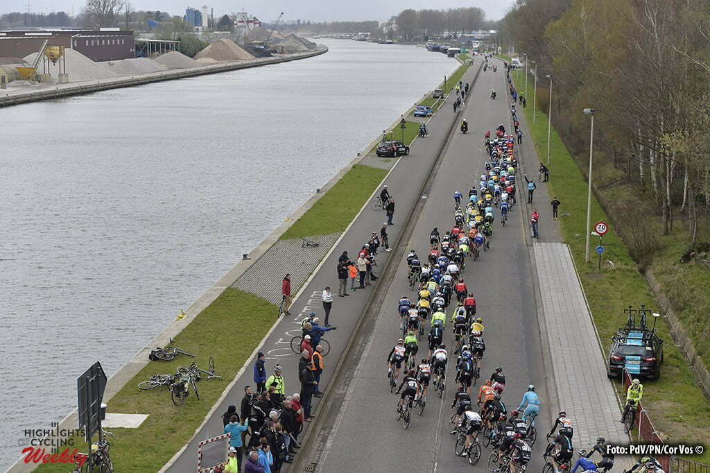 Schoten - Belgium - wielrennen - cycling - radsport - cyclisme - the peloton rides next to the Albertkanaal pictured during the Flanders Classics Scheldeprijs 2016 cycling race with start in Antwerp and finish in Schoten, Belgium - photo PdV/PN/Cor Vos © 2016