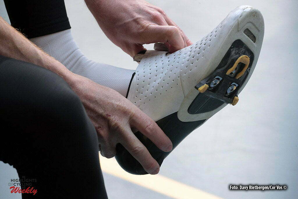 Alkamar - Netherlands - wielrennen - cycling - radsport - cyclisme - illustration - sfeer - illustratie shoe of Steven KRUIJSWIJK (Netherlands / Team Lotto NL - Jumbo) pictured during Aerodynamica test team LottoN L-Jumbo on the Velodrome in Alkmaar, the Netherlands - photo Davy Rietbergen/Cor Vos © 2017