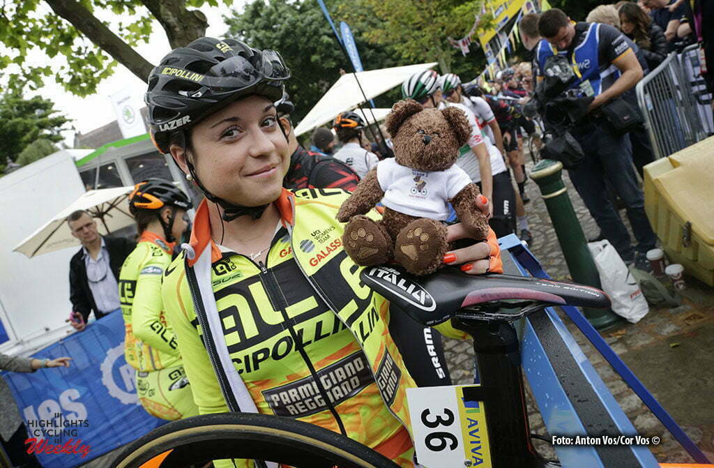 Stratford-upon-Avon - England - wielrennen - cycling - radsport - cyclisme - Trevisi Anna (Italy / Ale - Cipollini) with teddy bear pictured during Women's Tour of Great Britain stage- 2 from Atherstone to Stratford-upon-Avon - photo Anton Vos/Cor Vos © 2016