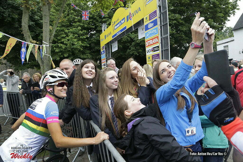 Stratford-upon-Avon - England - wielrennen - cycling - radsport - cyclisme - selfie with Armitstead Elizabeth Lizzie (Great Britain / Boels Dolmans Cycling Team) pictured during Women's Tour of Great Britain stage- 2 from Atherstone to Stratford-upon-Avon - photo Anton Vos/Cor Vos © 2016