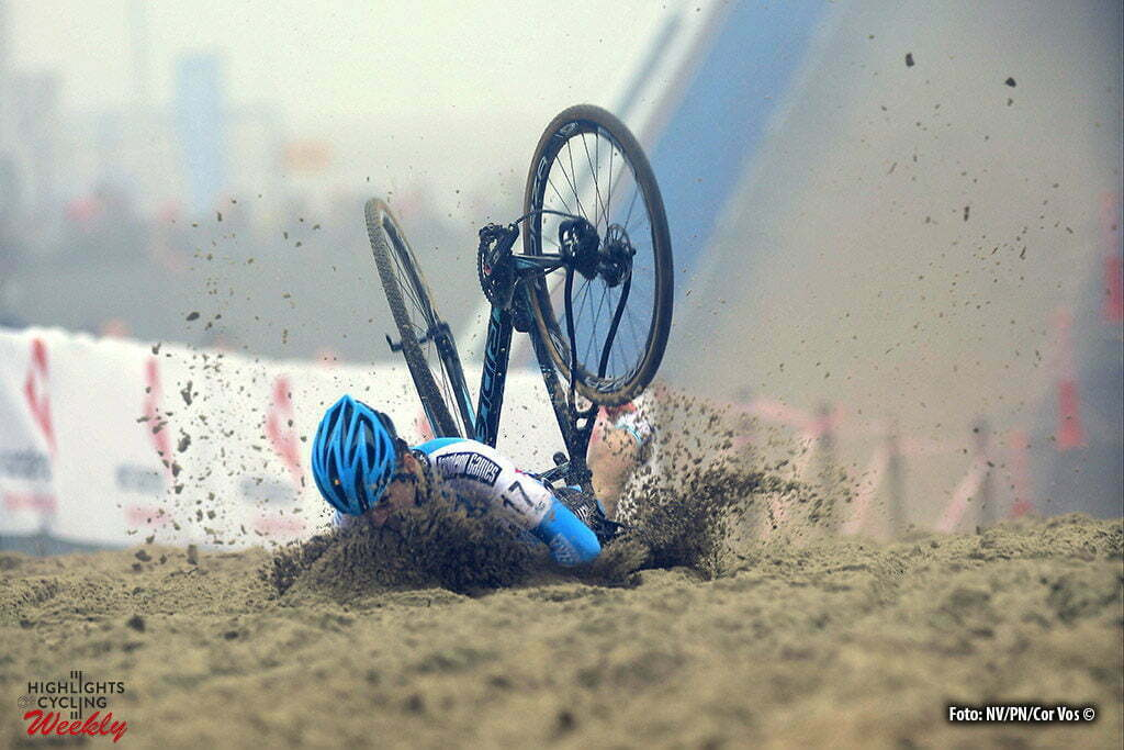 Oostende - Belgium - wielrennen - cycling - radsport - cyclisme - Crash of Goosens Kobe (BEL) of Telenet - Fidea Lions pictured during the Belgian national championships cyclocross u23 men race 2017 at the Ostend Hippodrome on January 08, 2017 in Oostende, Belgium - photo NV/PN/Cor Vos © 2017