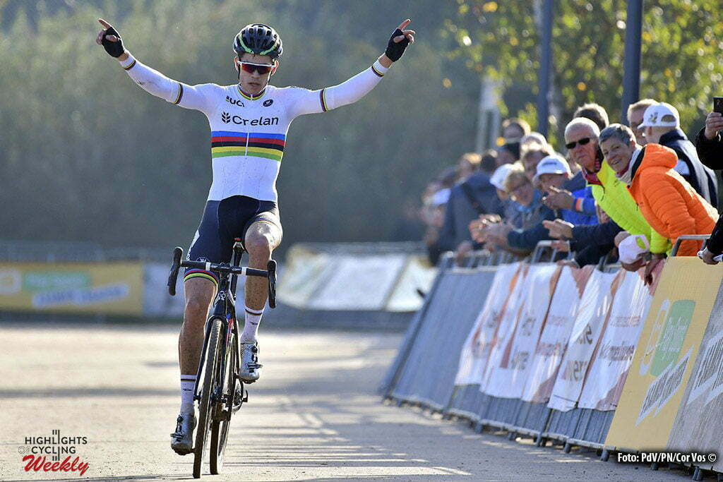 Boom - Belgium - wielrennen - cycling - radsport - cyclisme - Wout Van Aert (BEL) of Vastgoedservice - Golden Palace celebrates the win during the Elite men Niels Abertcross cyclocross race on October 22, 2016 in Boom, Belgium - photo PDV/PN/Cor Vos © 2016