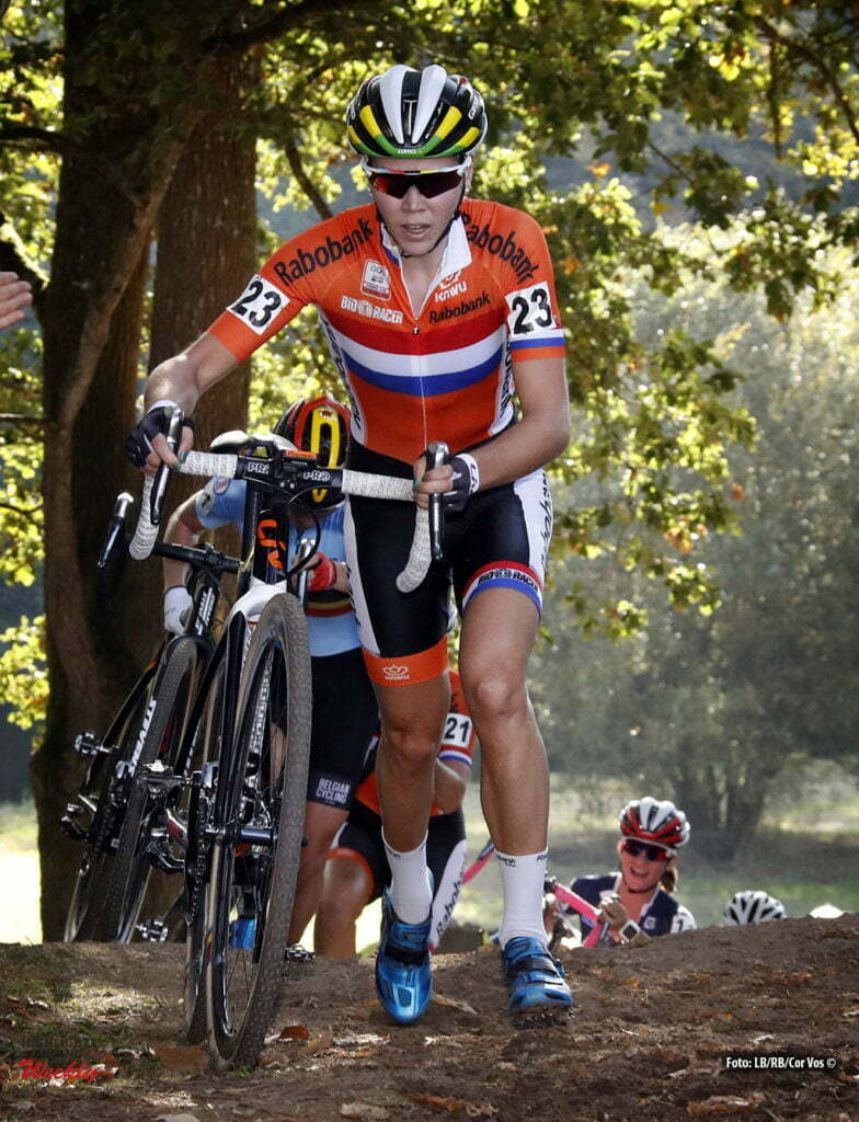 Pont-Chateau - wielrennen - curling - cyclisme - radspot - veldrijden - cyclocross - EK veldrijden - Thalita de Jong (NED) women - European Championships cyclocross in Pont-Chateau, Frankrijk - foto LB/RB/Cor Vos © 2016