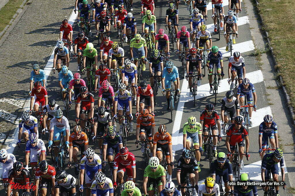 Ardooie - Belgium - wielrennen - cycling - radsport - cyclisme - illustration - sfeer - illustratie peloton pictured during Eneco Tour stage -3 - UCI World Tour) from Blankenberge to Ardooie - photo Dion Kerckhoffs/Cor Vos © 2016 motard Kenny Verfaillie *****low res just for internet - still from Shimano Sportscam