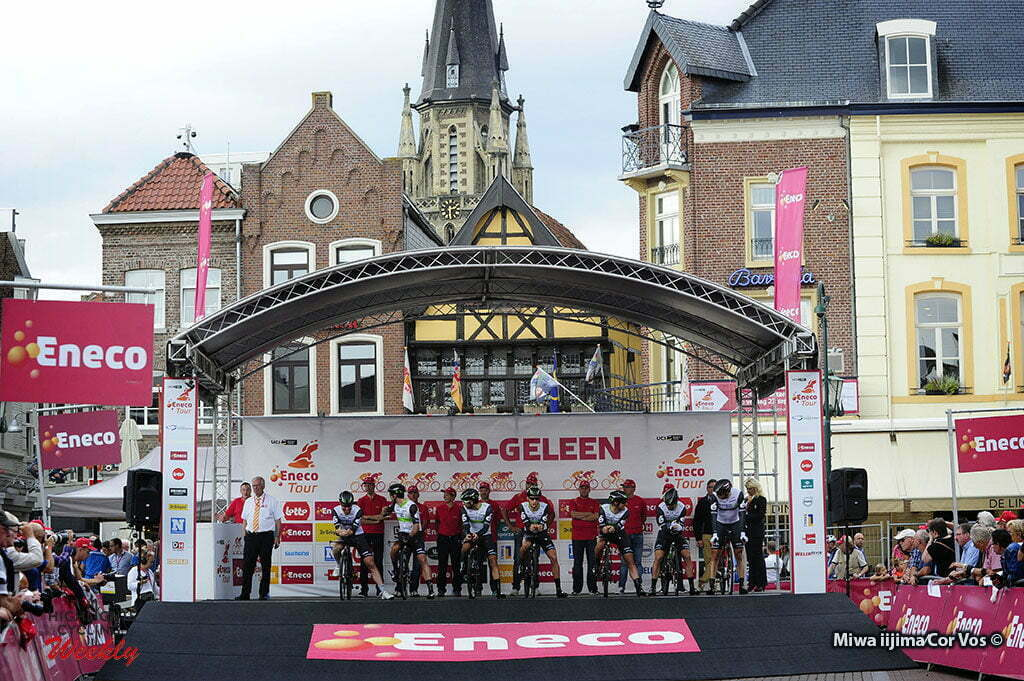 Sittard-Geleen - Netherlands - wielrennen - cycling - radsport - cyclisme - illustration - sfeer - illustratie start team Dimension Data pictured during Eneco Tour stage -5 - UCI World Tour) from Sittard- Sittard-Geleen to Sittard-Geleen - TTT Team Time Trial - photo Davy Rietbergen/Miwa iijima//Cor Vos © 2016