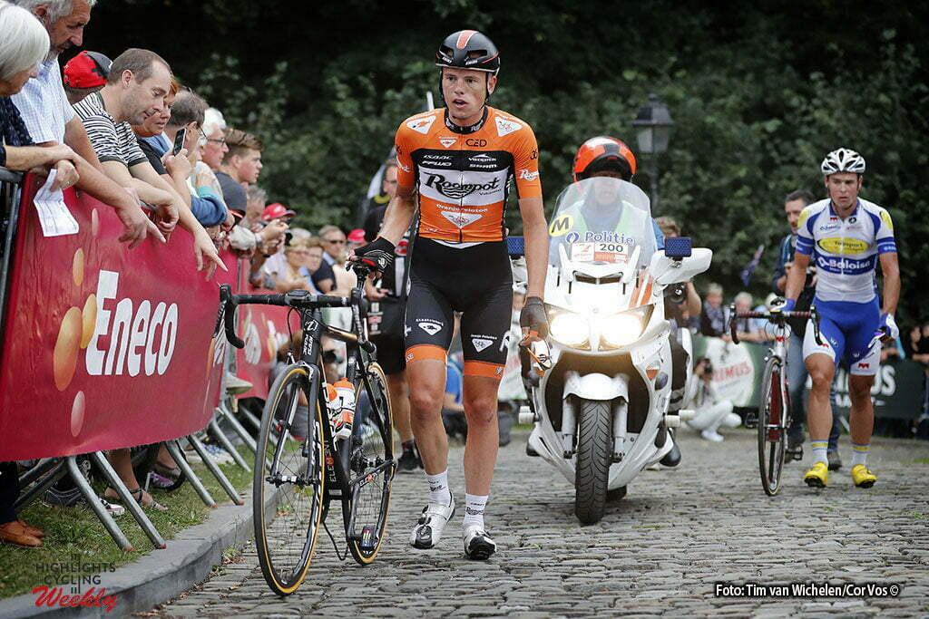 Geraardsbergen - Belgium - wielrennen - cycling - radsport - cyclisme - Jesper Asselman (Netherlands / Roompot - Oranje Peloton) mechanical problems on the Mur pictured during Eneco Tour stage -7 - UCI World Tour) from Bornem to Geraardsbergen - photo Tim van Wichelen/Cor Vos © 2016