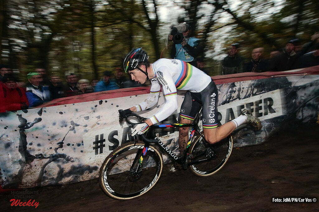Gavere - Belgium - wielrennen - cycling - radsport - cyclisme - Van Aert Wout (BEL) of Crelan - Vastgoedservice pictured during the Hansgrohe Superprestige Men Elite cyclo-cross race in Gavere, Belgium - photo JdM/PN/Cor Vos © 2016
