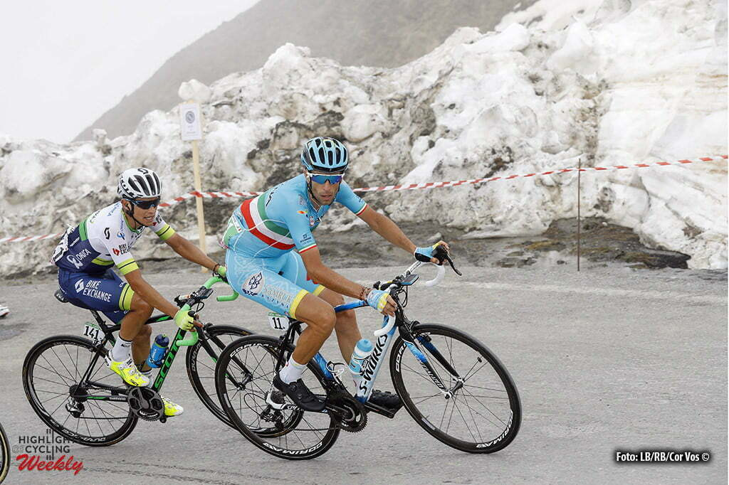 Risoul - Italy - wielrennen - cycling - radsport - cyclisme - Vincenzo Nibali (Italie / Team Astana) - Chaves Rubio Jhoan Esteban (Columbia / Team Orica Greenedge) pictured during stage 19 of the 99th Giro d'Italia 2016 from Pinerolo to Risoul (162km) - foto LB/RB/Cor Vos © 2016