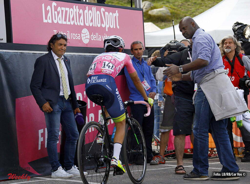 Sant'Anna di Vinadio - Italy - wielrennen - cycling - radsport - cyclisme - Johan Esteban Chaves (Orica GreenEDGE) left at the photo Claudio Chiappucci pictured during stage 20 of the 99th Giro d'Italia 2016 from Guillestre to Sant'Anna di Vinadio 134 km - foto DB/RB/Cor Vos © 2016