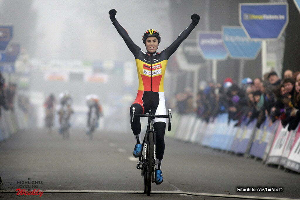 Loenhout - Belgium - wielrennen - cycling - radsport - cyclisme - Sanne Cant pictured during the women's elite DVV Verzekeringen Trofee, cyclocross race, the Azencross in Loenhout - photo Anton Vos//Cor Vos © 2016