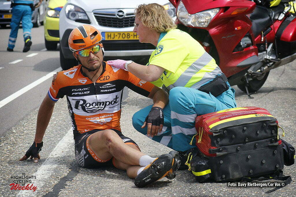 Brouwersdam - Netherlands - crash val sturz fall Johnny Hoogerland (Netherlands / Roompot - Oranje Peloton) pictured during NK Tijdrijden - Dutch National Championships road elite men - photo Anton Vos/Davy Rietbergen/ Cor Vos © 2016