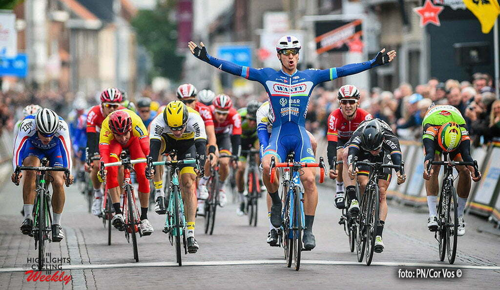 Putte-Kapellen - Belgium - wielrennen - cycling - radsport - cyclisme - Roy Jans wins in a bunch sprint pictured during the 83th national sluitingsprijs Putte-Kapellen. The last race of the Napoleon Games Cycling Cup, in Putte, Belgium 11/10/2016 - photo PN/Cor Vos © 2016