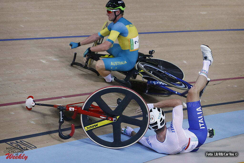 Rio de Janeiro - Brasil - wielrennen - cycling - radsport - cyclisme - Men's Omnium Points Race - 15/08/2016 - Glenn O'Shea (Australie) - Elia Viviani (Italy) crash val sturz fall pictured during track day-5 - Olympic Games 2016 in Rio - photo LB/RB/Cor Vos © 2016
