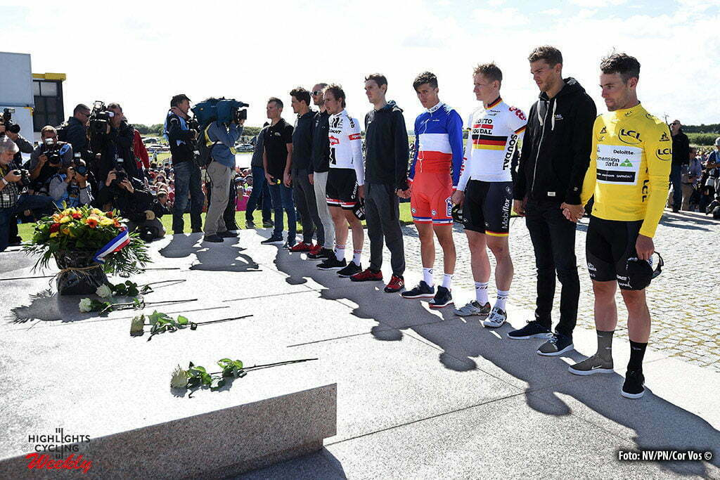 Utah Beach - France - wielrennen - cycling - radsport - cyclisme - Mark Cavendish (GBR / Team Dimension Data) - Maarten Wynants (Belgium / Team LottoNL - Jumbo) - Andre Greipel (Germany / Team Lotto Soudal) - Vichot Arthur (France / Team FDJ) - John Degenkolb (Germany / Team Giant - Alpecin) pictured during stage 1 of the 2016 Tour de France form Mont-Saint-Michel - Sainte-Marie-du-Mont (Utah Beach) - photo NV/PN//Cor Vos © 2016