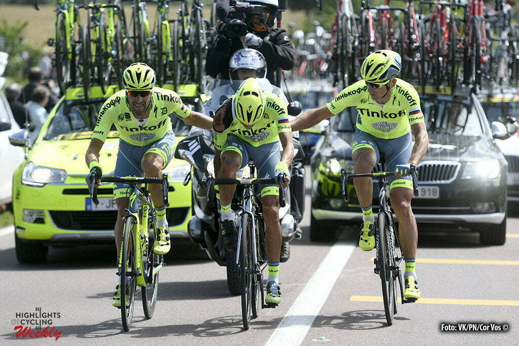 Utah Beach - France - wielrennen - cycling - radsport - cyclisme - Alberto Contador Velasco (Spain / Team Tinkoff - Tinkov) after his crash with some help of teammates pictured during stage 1 of the 2016 Tour de France form Mont-Saint-Michel - Sainte-Marie-du-Mont (Utah Beach) - photo VK/PN//Cor Vos © 2016