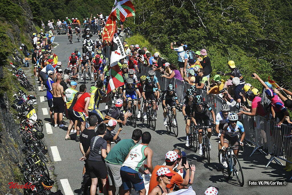 Lac de Payolle - France - wielrennen - cycling - radsport - cyclisme - Illustration picture of the peloton Landscape Bunch Postcard Post card Paysage Carte Postale landschap briefkaart with Supporters and Fans pictured during stage 7 of the 2016 Tour de France from L'Isle-Jourdain to Lac de Payolle, 162.00 km - photo VK/PN/Cor Vos © 2016