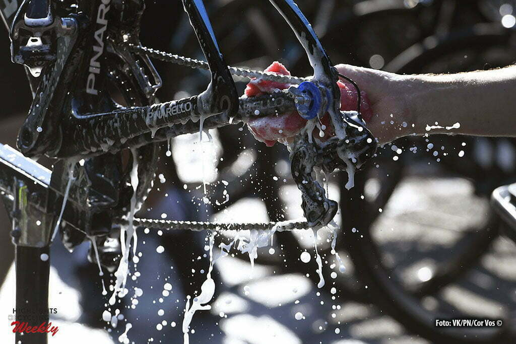 Andorre - France - wielrennen - cycling - radsport - cyclisme - Illustration picture cleaning the bikes at Sky Team pictured during the first restday of the 2016 Tour de France in Andorre - photo VK/PN/Cor Vos © 2016