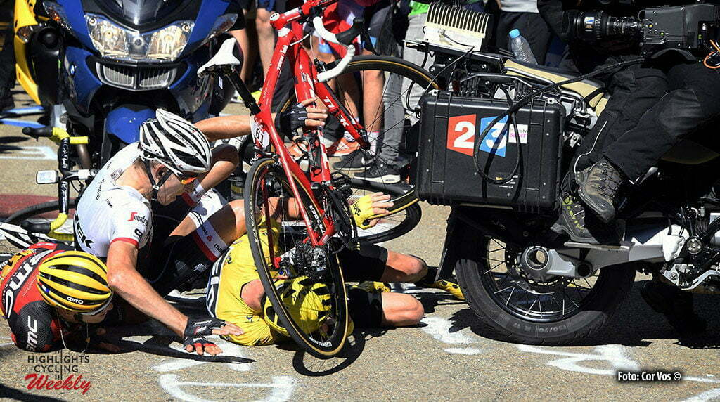 Mont Ventoux - Chalet Reynard - France - wielrennen - cycling - radsport - cyclisme - the crash in the last kilometer of the Mont Ventoux climb - Bauke Mollema (NED-Trek Segafredo) - Chris Froome (GBR-Team Sky) - Richie Porte (AUS-BMC Racing Team) pictured during stage 12 of the 2016 Tour de France from Montpellier to Mont Ventoux Chalet Reynard , 179.00 km - photo Pool Bernard Papon/Cor Vos © 2016