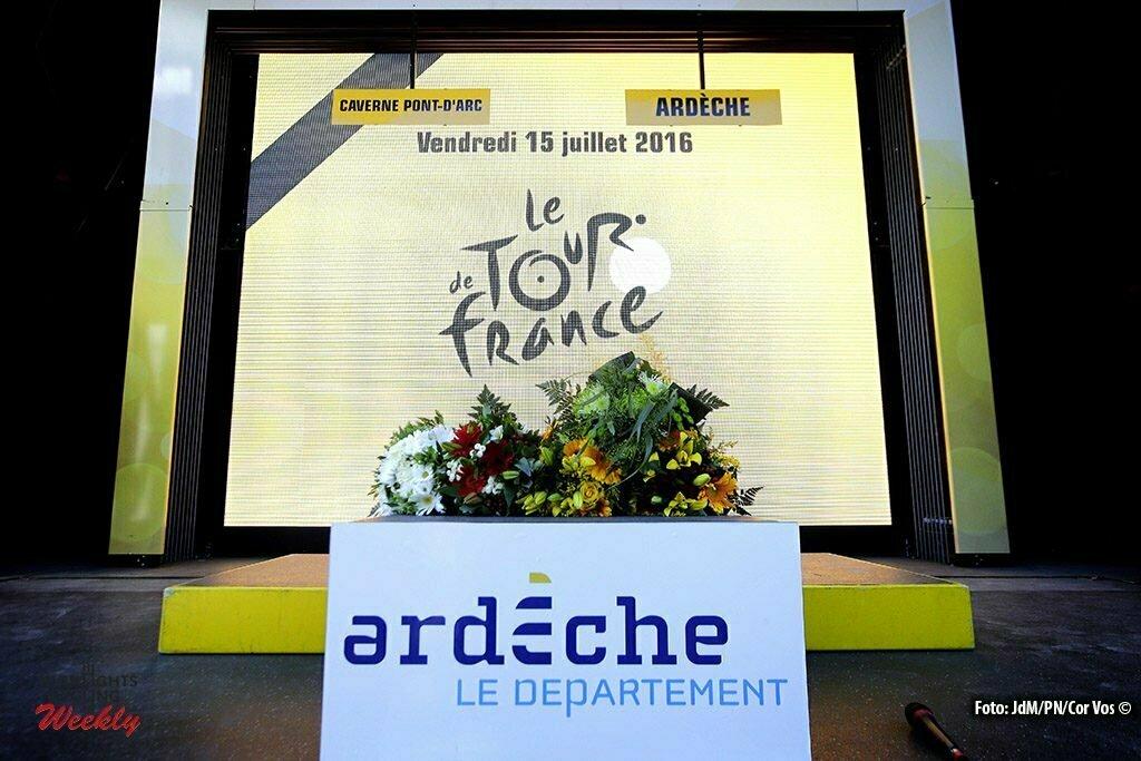La Caverne du Pont-d'Arc - France - wielrennen - cycling - radsport - cyclisme - Podium ceremony during pictured during stage 13 of the 2016 Tour de France from Bourg-Saint-Andéol - La Caverne du Pont-d'Arc - ITT, Time Trial Individual - 37.00 km- photo JdM/PN/Cor Vos © 2016