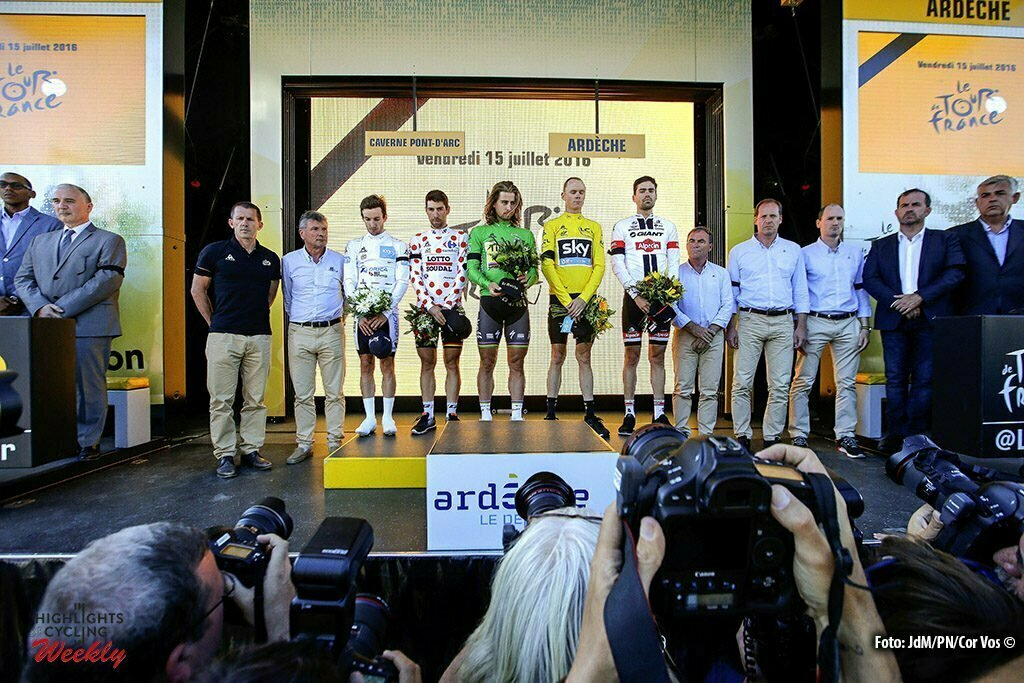 La Caverne du Pont-d'Arc - France - wielrennen - cycling - radsport - cyclisme - Adam Yates (GBR-Orica-BikeExchange) - Thomas de Gendt (BEL-Lotto-Soudal) - Peter Reef (Netherlands / Public Relations Team Giant - Alpecin) - Chris Froome (GBR-Team Sky) - Tom Dumoulin (NED-Giant-Alpecin) - Bernard Hinault - Christian Prudhomme pictured during stage 13 of the 2016 Tour de France from Bourg-Saint-Andéol - La Caverne du Pont-d'Arc - ITT, Time Trial Individual - 37.00 km- photo JdM/PN/Cor Vos © 2016