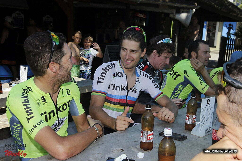 Bern - Suisse - wielrennen - cycling - radsport - cyclisme - Peter Sagan (SLK-Tinkoff) and his teammates taking a break from training at Lake Thun and drinking a Rivella pictured during Restday 2 of the 2016 Tour de France in Bern, Switserland - photo JdM/PN/Cor Vos © 2016