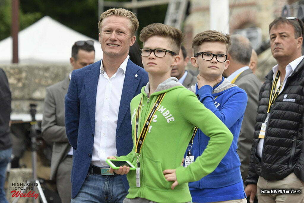 Saint-Mere-Eglise - France - wielrennen - cycling - radsport - cyclisme - Aleksandr Vinokoerov and his two sons pictured pictured during the official team presentation prior the 2016 Tour de France, on June 30, 2016 in Saint-Mere-Eglise - France - photo NV/PN/Cor Vos © 2016