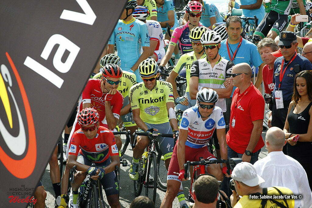 Aubisque - Gourette - Spain - wielrennen - cycling - radsport - cyclisme - illustration - sfeer - illustratie start Nairo Alexander Quintana Rojas (Columbia / Team Movistar) - Alberto Contador Velasco (Spain / Team Tinkoff - Tinkov) pictured during stage 14 from Urdax-Dantxarinea to Aubisque - Gourette - Vuelta Espana 2016 - photo Sabine Jacob/Cor Vos © 2016