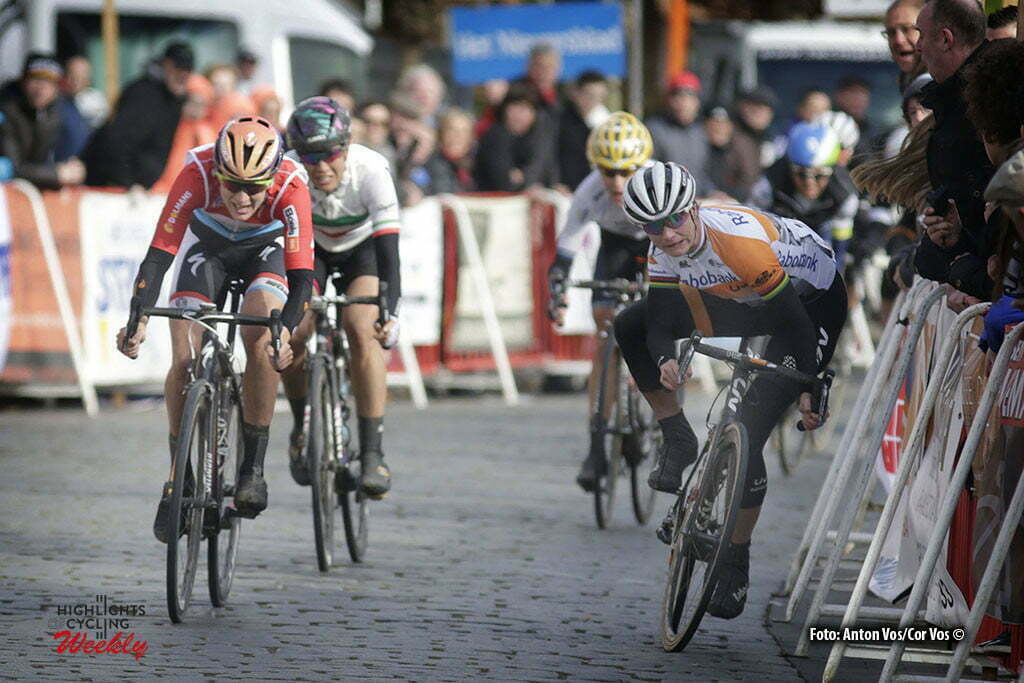 Boezinge - Belgium - wielrennen - cycling - radsport - cyclisme - crash val sturz fall Vos Marianne (Netherlands / Rabobank Liv Women Cycling Team) Majerus Christine (Luxembourg / Boels Dolmans Cycling Team) - Cecchini Elena (Italy / Canyon Sram Racing) pictured during Dwars door de Westhoek in Boezinge - photo Anton Vos/Cor Vos © 2016