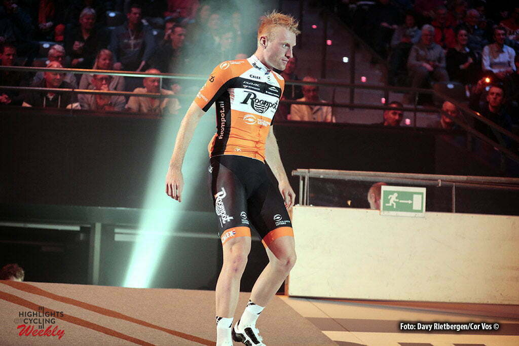 Rotterdam - Netherlands - wielrennen - cycling - cyclisme - radsport - baan - track - piste - illustration - sfeer - illustratie teampresentation Roompot - Nederlandse Loterij - Berden de Vries - pictured during the Zesdaagse 2017 in Ahoy - Rotterdam - foto Davy Rietbergen/Carla Vos/Cor Vos ©2017