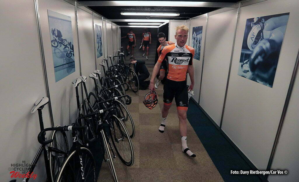 Rotterdam - Netherlands - wielrennen - cycling - cyclisme - radsport - baan - track - piste - illustration - sfeer - illustratie teampresentation Roompot - Nederlandse Loterij - Berden de Vries pictured during the Zesdaagse 2017 in Ahoy - Rotterdam - foto Davy Rietbergen/Carla Vos/Cor Vos ©2017