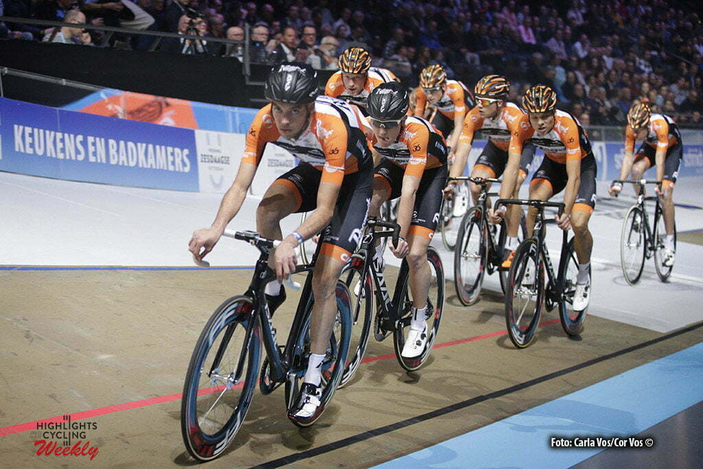 Rotterdam - Netherlands - wielrennen - cycling - cyclisme - radsport - baan - track - piste - illustration - sfeer - illustratie teampresentation Roompot - Nederlandse Loterij pictured during the Zesdaagse 2017 in Ahoy - Rotterdam - foto Davy Rietbergen/Carla Vos/Cor Vos ©2017