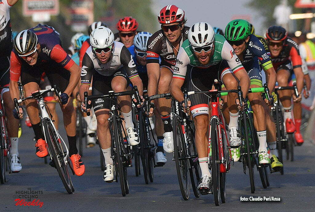 Italian rider Giacomo Nizzolo of Trek Segafredo battle for win the 1st stage, Madinat Zayed to Madinat Zayed, of 147 km Abu Dhabi cycling race. Madinat Zayed, 20 October 2016. ANSA/LUCA ZENNARO
